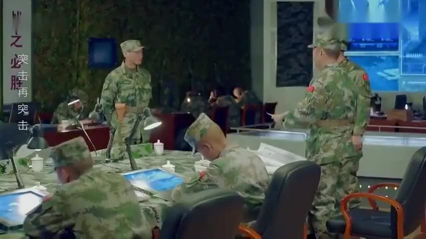突击:首长看到养猪兵的战斗录像,转头怒斥部下,你让他去养