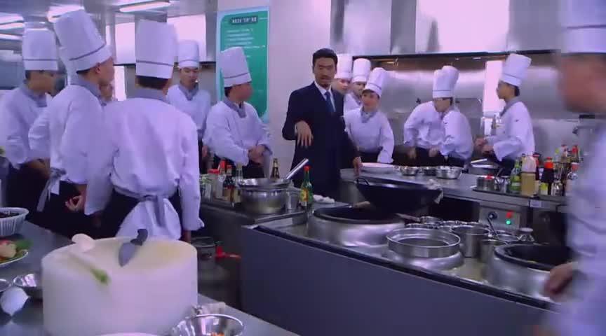 客人点了一道菜,光材料就要几十万,怎料美女大厨用这招解决