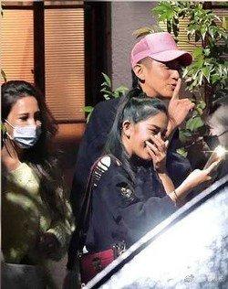 柯震东被拍在家举办深夜派对 人群似乎不担心新冠群体感染风险