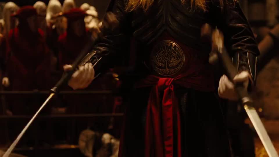 精灵王子一柄钢刀插在父王身手,不料神奇的事情发生了