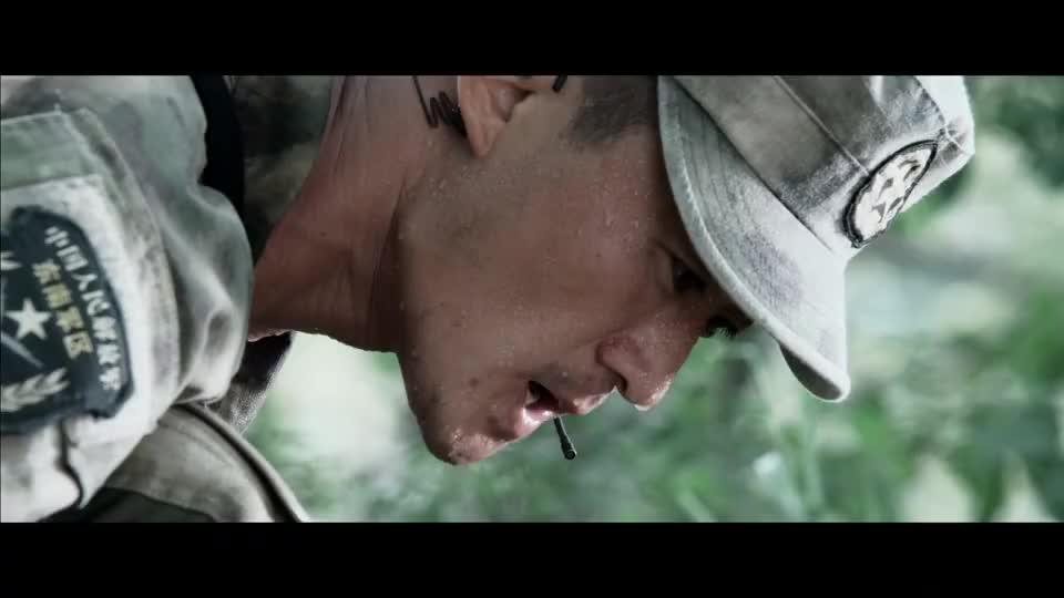 吴京被地雷炸倒,还好意思问女队长有没有男朋友,不料结局太精彩