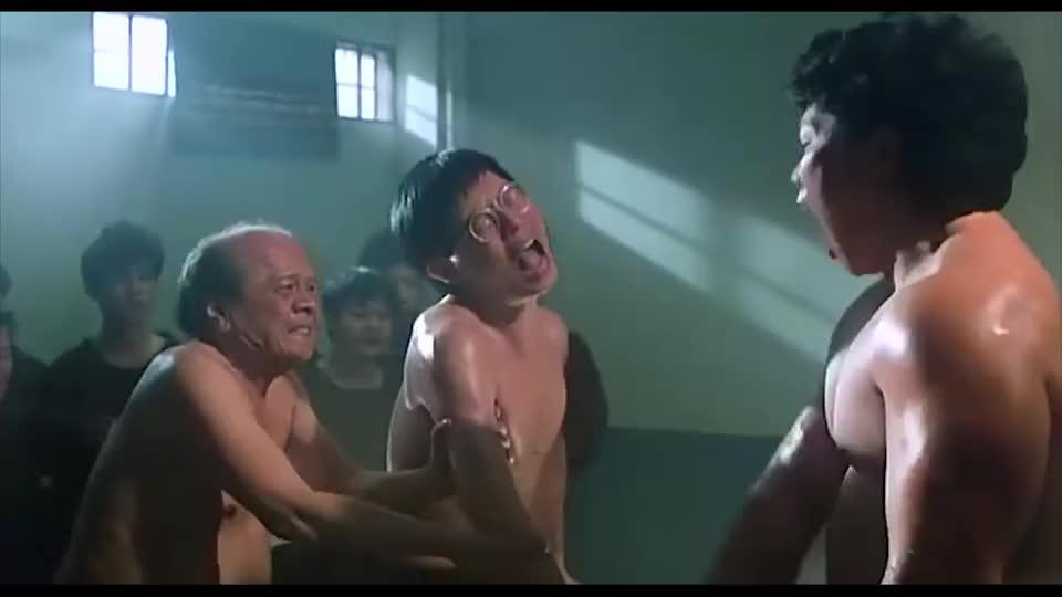 监狱4号房卧虎藏龙,小个子气功强悍,高大个都要认输