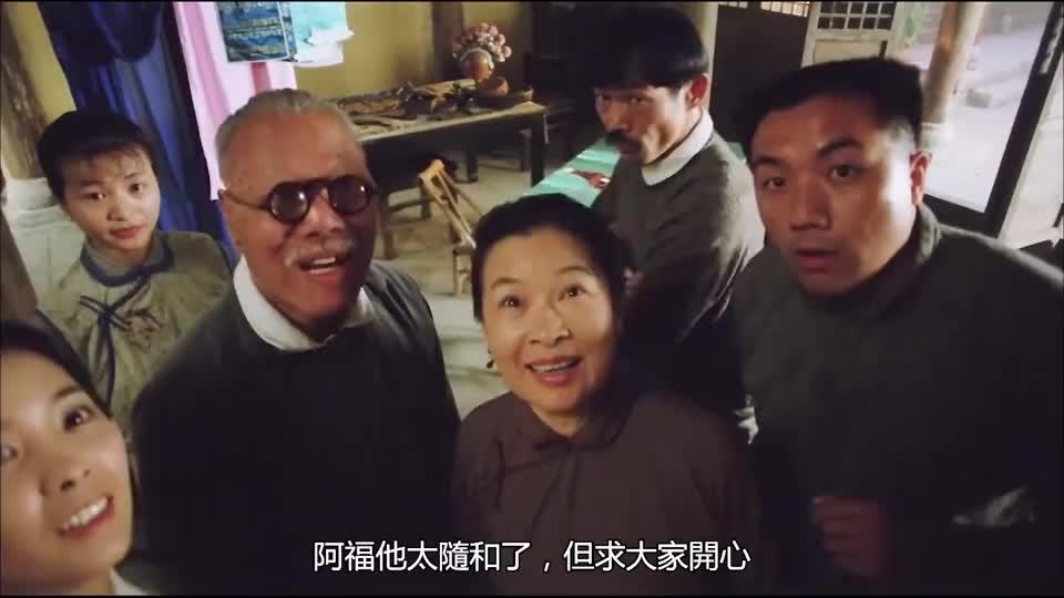 刘青云变成傻子,别人叫他做啥都听,大婶趁机占了次便宜