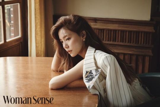 郑诗雅公开华丽美貌写真 现代优雅女性的魅力