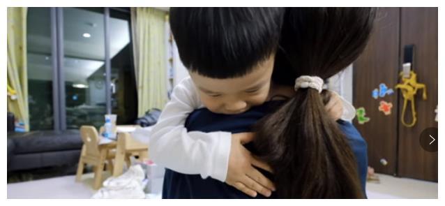 知名网红小女儿骤逝!半夜休克年仅2个月,妈妈抱着3岁儿子痛哭