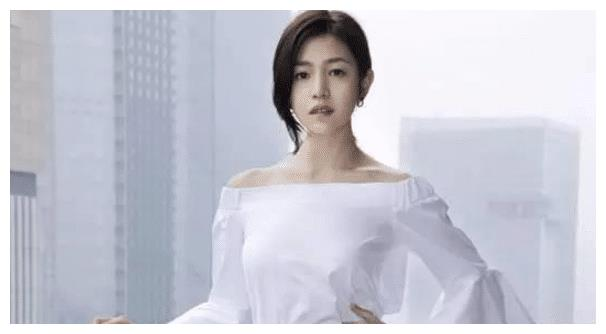 当年的清纯初恋女神陈妍希,曾被称作包子小龙女,今颇有御姐风范