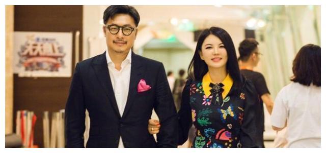 王岳伦爆出壁咚事件三天后,李湘疑似回应:有一种女人不需要同情