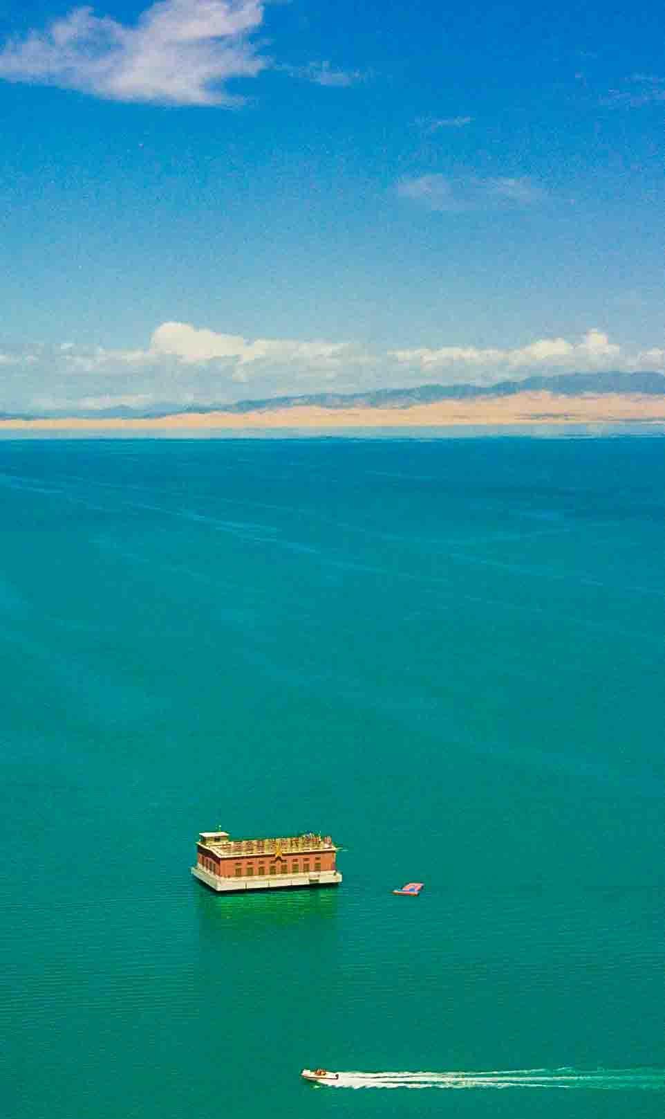 青海湖:无与伦比的美景,皑皑雪山,蔚蓝湖泊,青藏高原别样的美