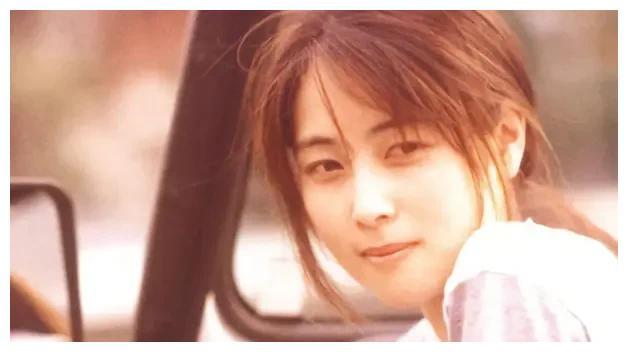 40岁意外离世的坂井泉水,乌云下的一代歌姬,影响了一代人的歌手
