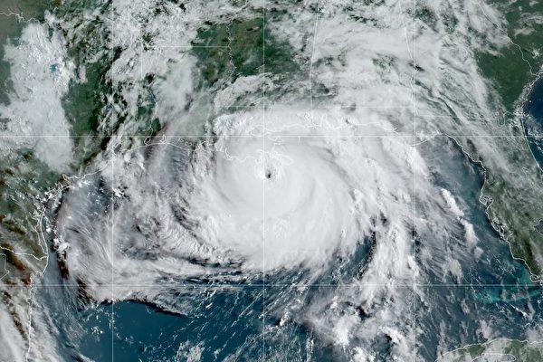 美国NOAA飞机钻进飓风眼,内部相当宁静别有洞天