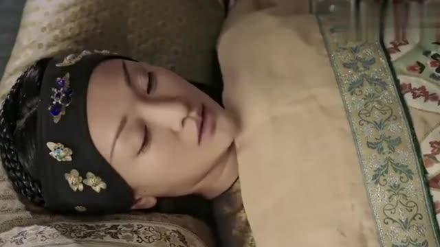 """如懿传:皇后唤了一声""""永璟""""之后,伤心痛哭了,太可怜了!"""