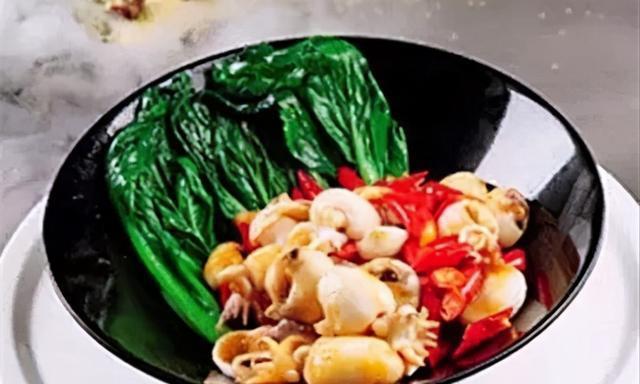 芥兰泰椒炒墨鱼仔、金盏酥茄瓜、干煎香蒜芥菜带子