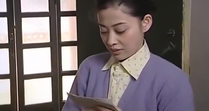 继女无意弄坏后妈的信,后妈下意识的反应,让继女看清她的真面目