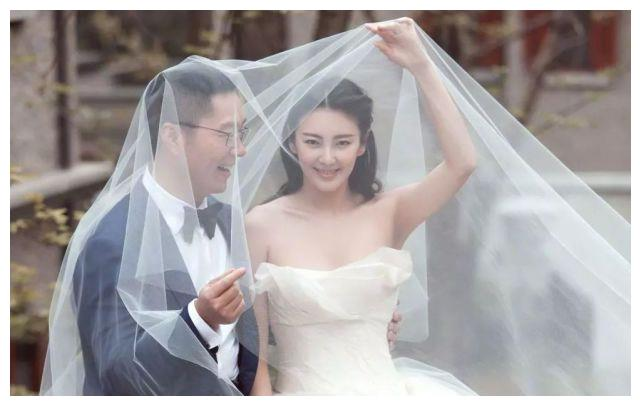 大S闹离婚,汪小菲发文道歉:嫁入豪门的徐熙媛为何如此强势?
