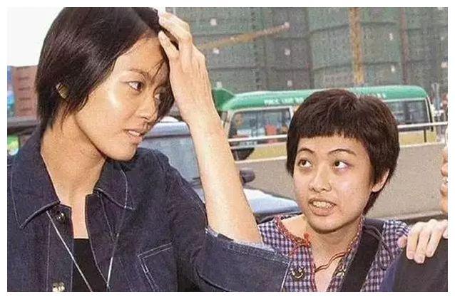 甘比帮助何超琼离婚,又把李嘉欣介绍给许晋亨,她顺势成为刘太太