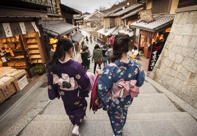 亚洲最繁华的国家日本 为什么街道上还有电线杆 地下电缆无法更换?