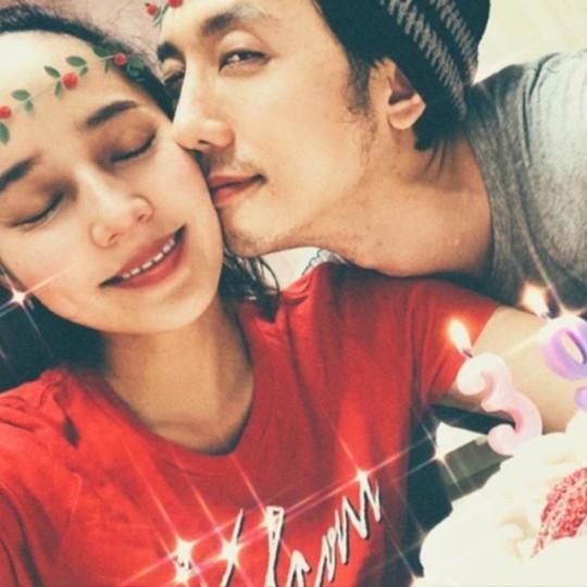 S.E.S.金柳真39岁生日和家人一起 对丈夫奇太映的亲吻感到幸福