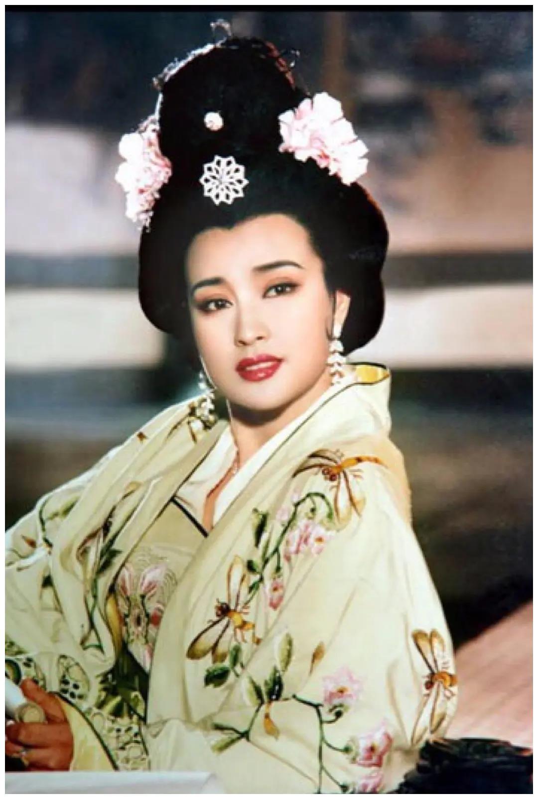 前有萧蔷刘晓庆,后有张檬娄艺潇,脸上动刀打碎了多少童年滤镜?