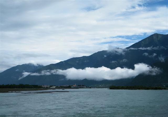 徒步西藏第71天:荒山野岭,雨中露天睡觉