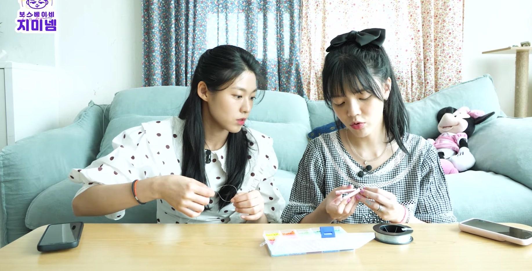 AOA的金雪炫和申智珉做珠饰 少女时代的泰妍评论