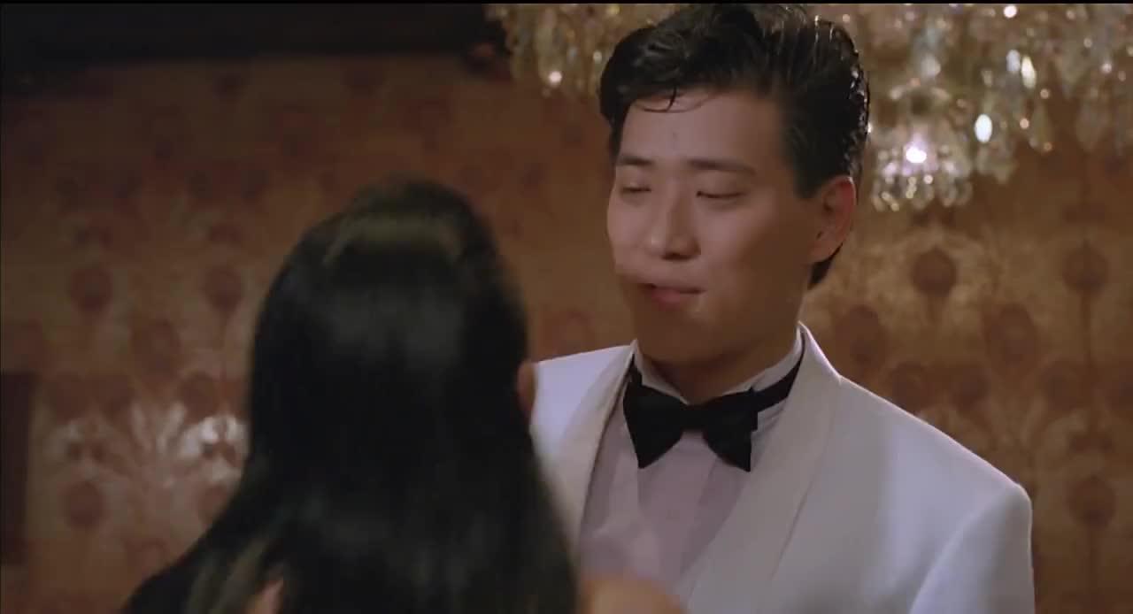 张曼玉酒桌上遭美女羞辱,霸气出招反击,这段太帅了!