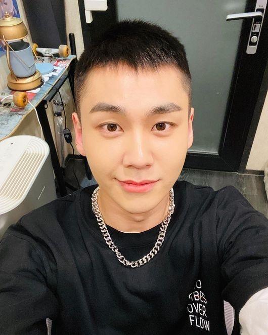BTOB郑镒勋今天(5/28)作为组合最后的入伍…公开短头发