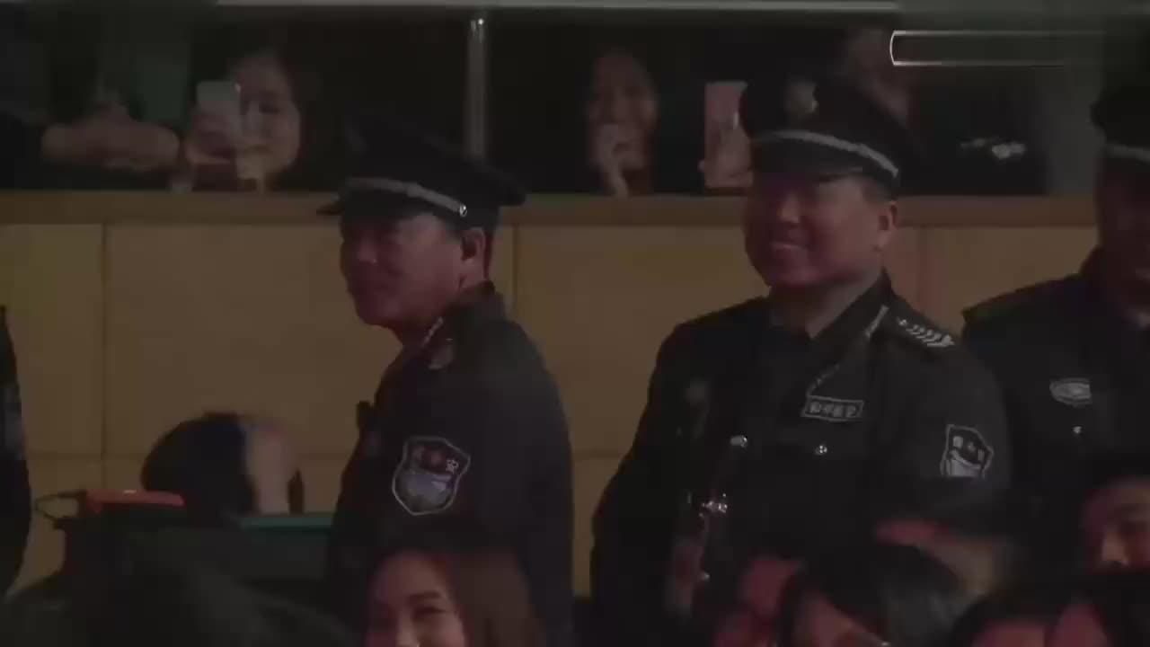 岳云鹏孙越模仿结巴吵架,两人还想动手,台下观众爆笑