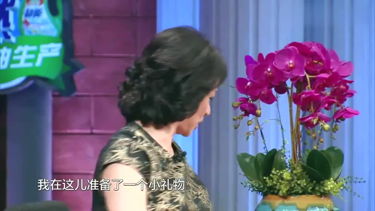 金星时间:跳水冠军情侣何姿秦凯上金星秀,金姐送给他们新婚礼物