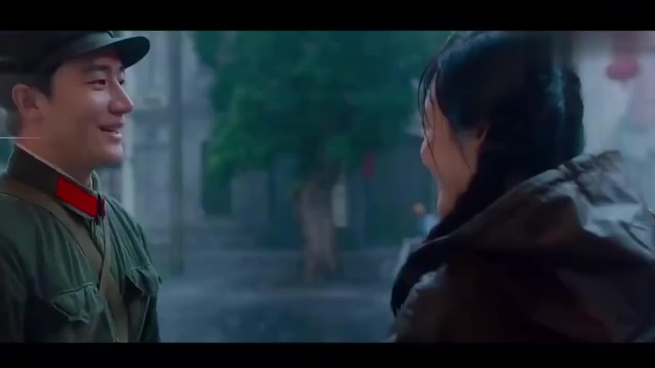 韩红演绎芳华片尾曲《绒花》,深情的歌声感人肺腑,忍不住流泪