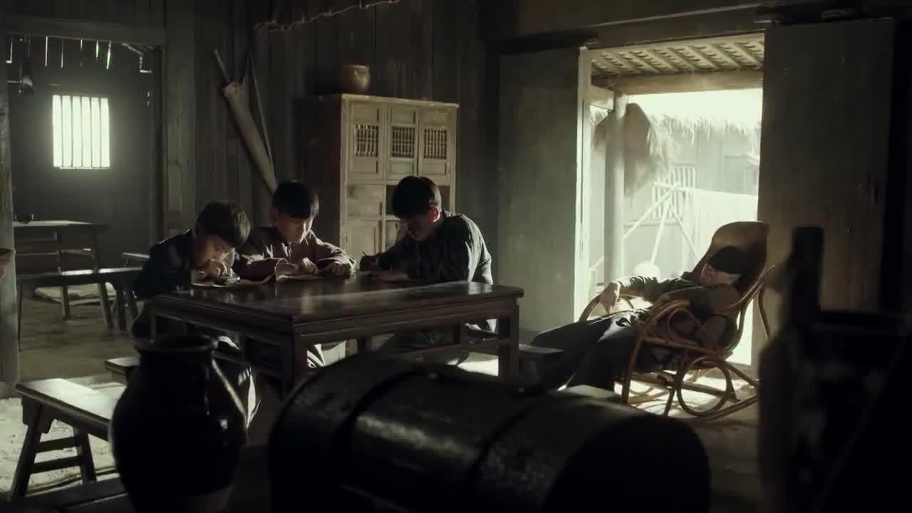 义海:小哥仨想到了一个妙计设法逃走,没想到被人贩子识破