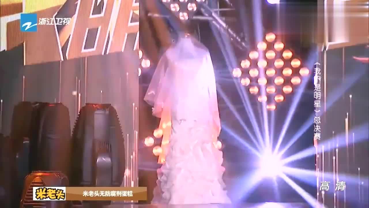 我不是明星:吴佳尼心爱婚纱出现在舞台,佳尼感动落泪这是份承诺