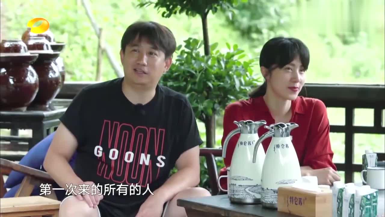 何炅介绍孙莉,却一句话暴露了黄磊追她的过程,真让人羡慕!