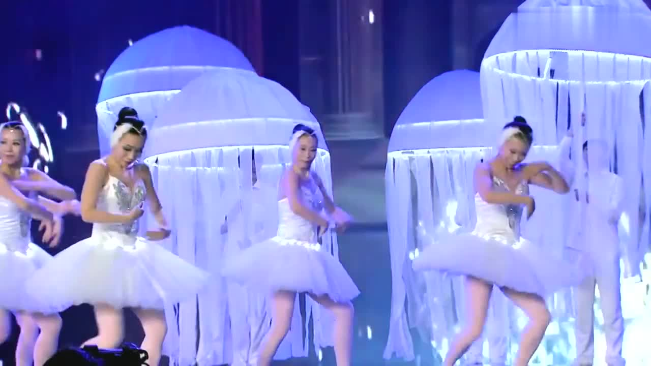 出彩中国人:北京大妈出彩半决赛,优美芭蕾舞表演,令周立波惊讶