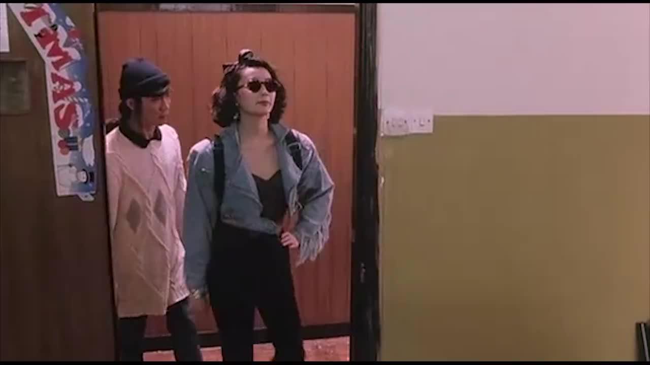 张曼玉带保镖上黑老大办公室谈判,这身装扮太帅了,保镖太抢戏了