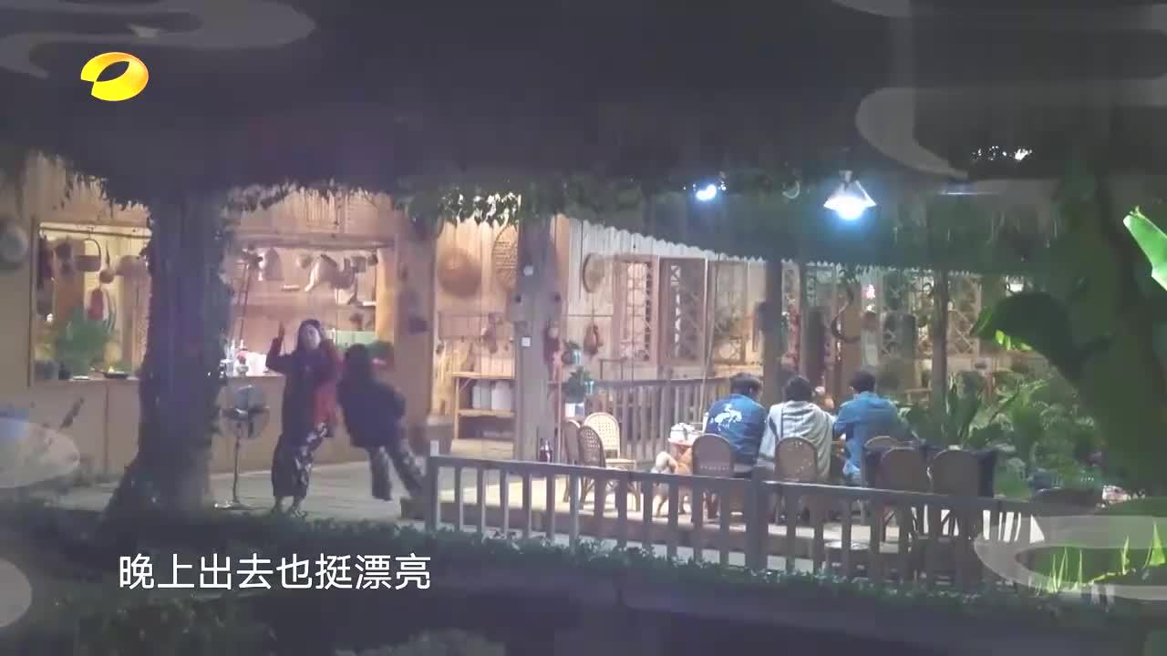 张子枫张婧仪太乖巧!出门玩报备黄磊周迅,妥妥的邻家女孩!