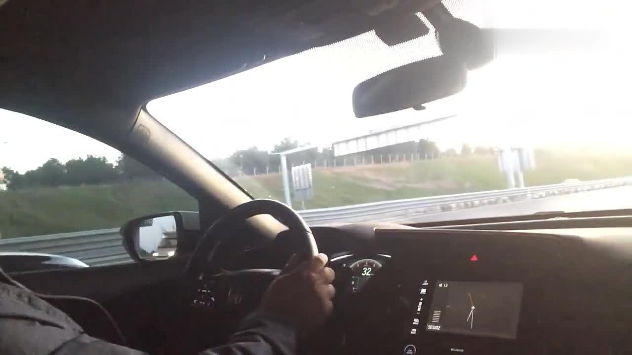 视频:宝马320i和思域掀背高速加速PK,真没想到宝马竟然完败!