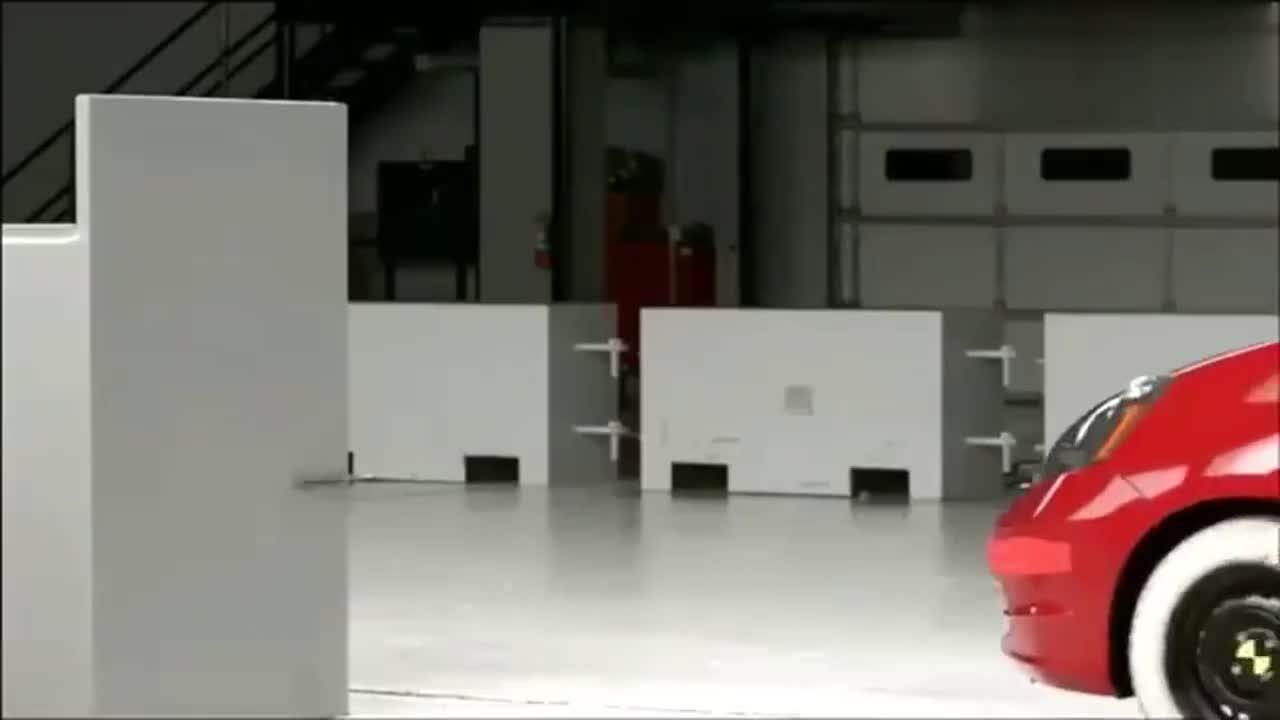 视频:本田飞度正面小角度碰撞测试,看完心态爆炸,你会选择它吗?