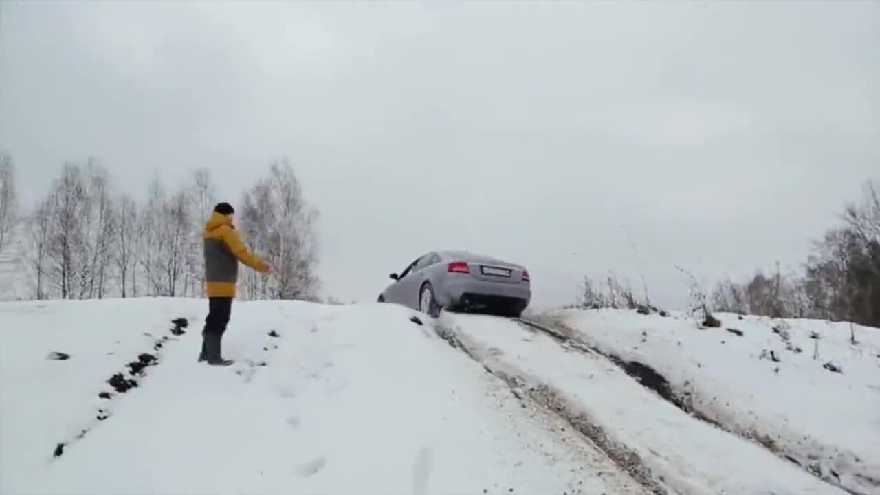 视频:奥迪A6和路虎发现5的四驱差距有多大开到雪地测试就知道了