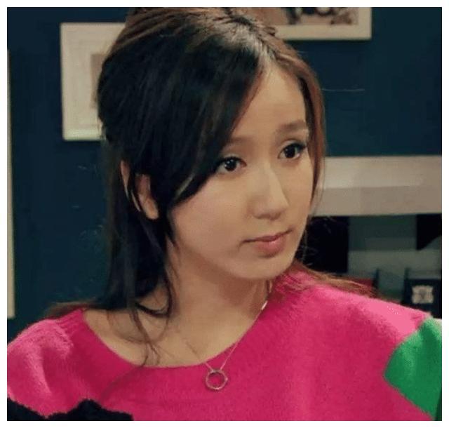 《爱情公寓》8年后演员重聚,诺澜美出新时尚,美嘉、胡一菲脸崩