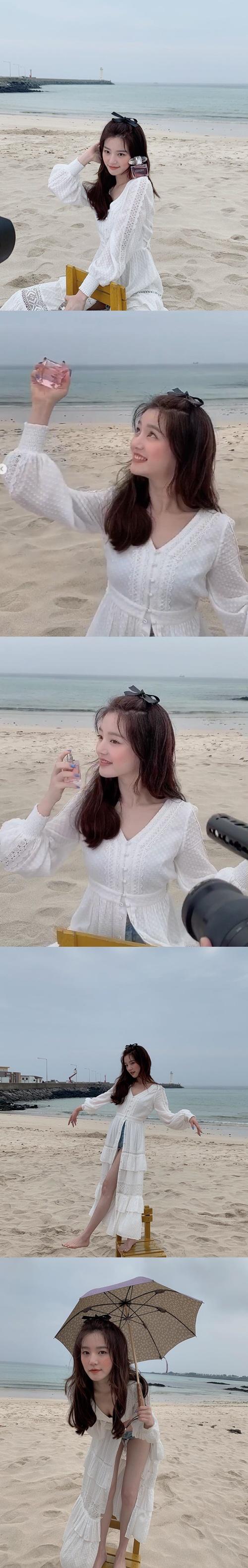 李侑菲在海边的身姿照片让粉丝们兴奋 比海还要漂亮