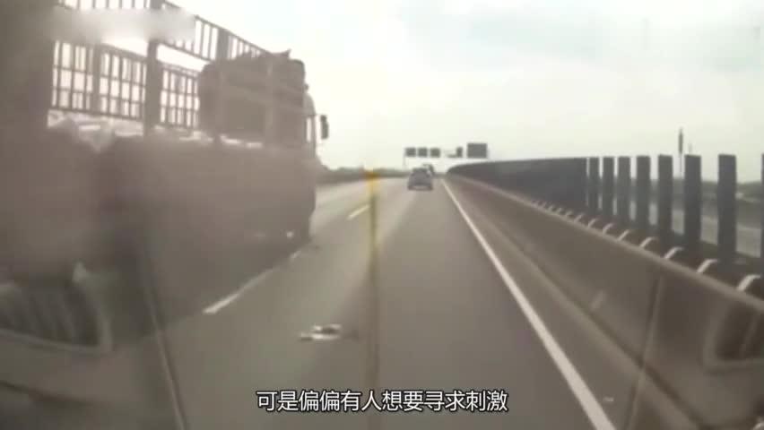 视频:朗逸极速追尾货车,不想实力太过悬殊!