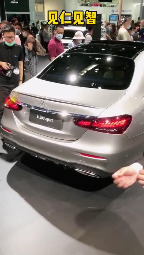 视频:宝马5系VS奔驰E级中期改款谁更强?
