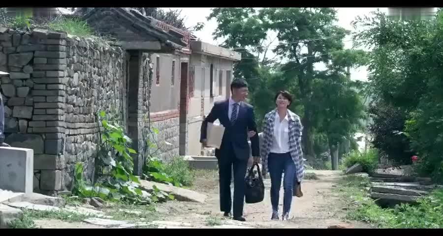 香港媳妇跟丈夫回村,看到他家四合院愣了,直呼你们家是大财主啊