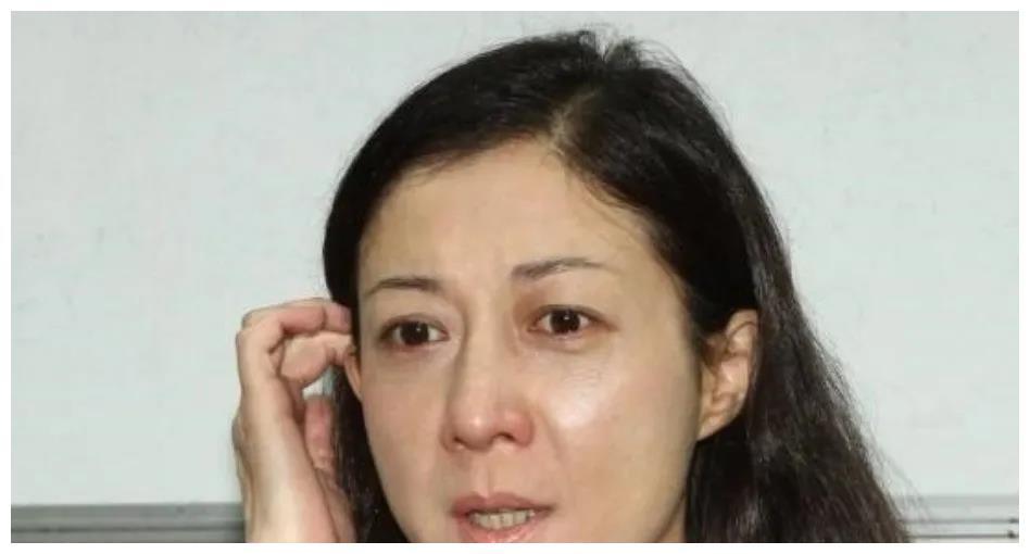 恋爱脑的吴绮莉,把她和成龙的孽缘,都反噬在了女儿吴卓林身上