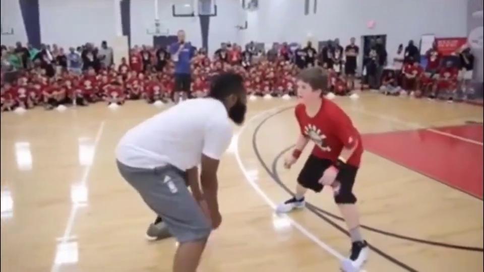哈登御用训练师挑战国内街球高手,这篮球技术什么水平?