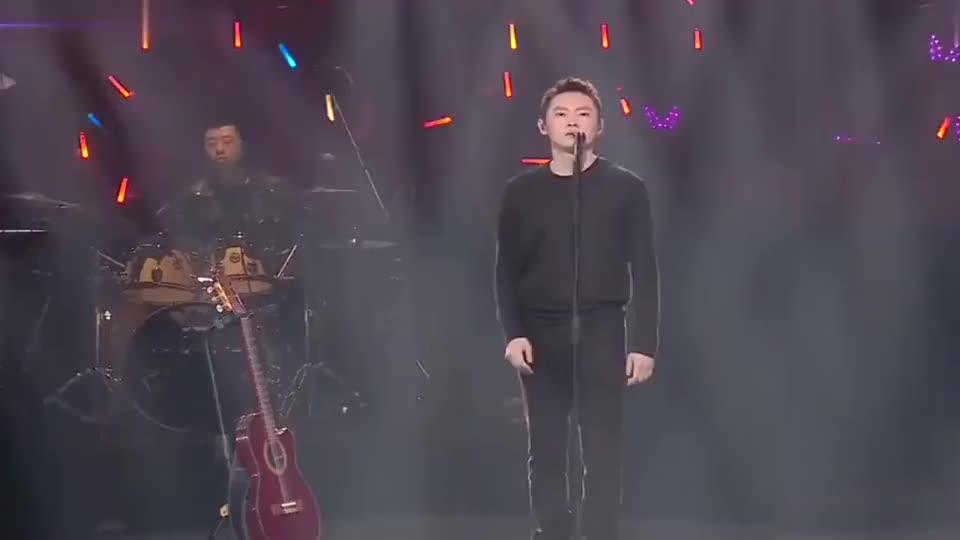 梁博唱的《男孩》,我们真是彻底被这沙哑的磁性声音给征服了!