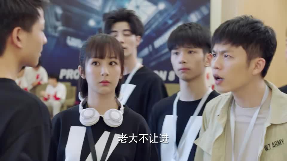 亲爱的热爱的:韩商言和王浩互换衣服,大家都懵了,在玩游戏嘛!