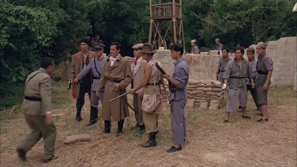 匪徒绑了村民来叫板,郑少秋为救村民,无奈退让撤出村子
