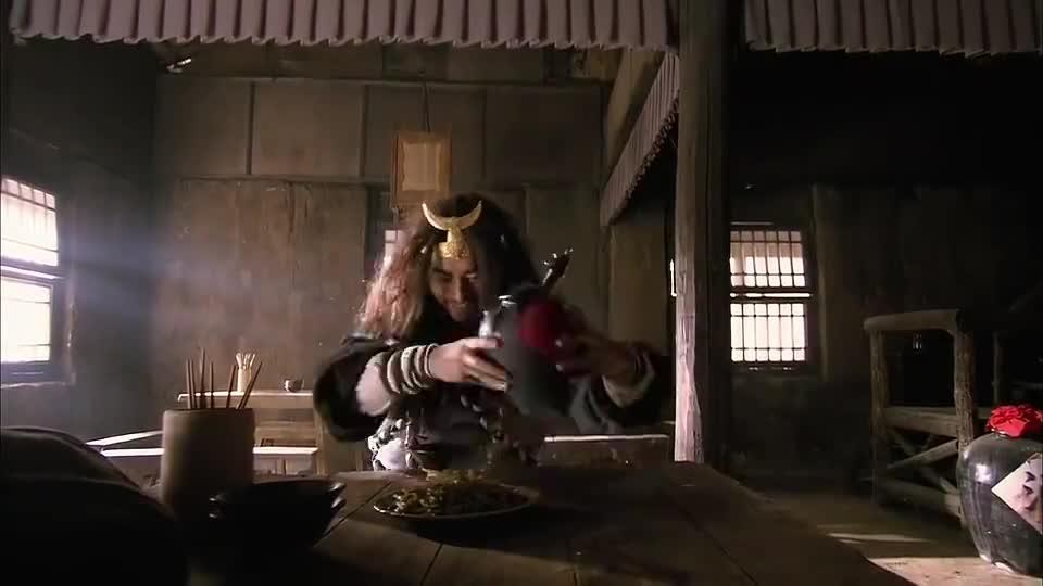 新水浒传:武松看着旁桌好酒好肉直嘴馋,再看眼前青菜,真是来气