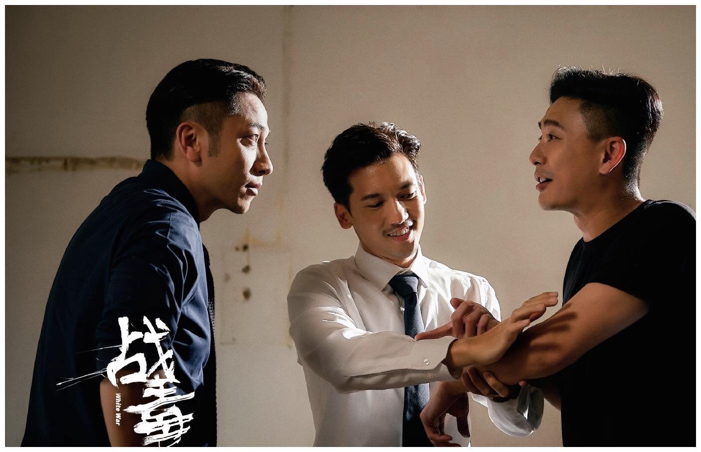 心疼!TVB前当家小生吴卓羲拍戏触发旧患,双手肿的像馒头